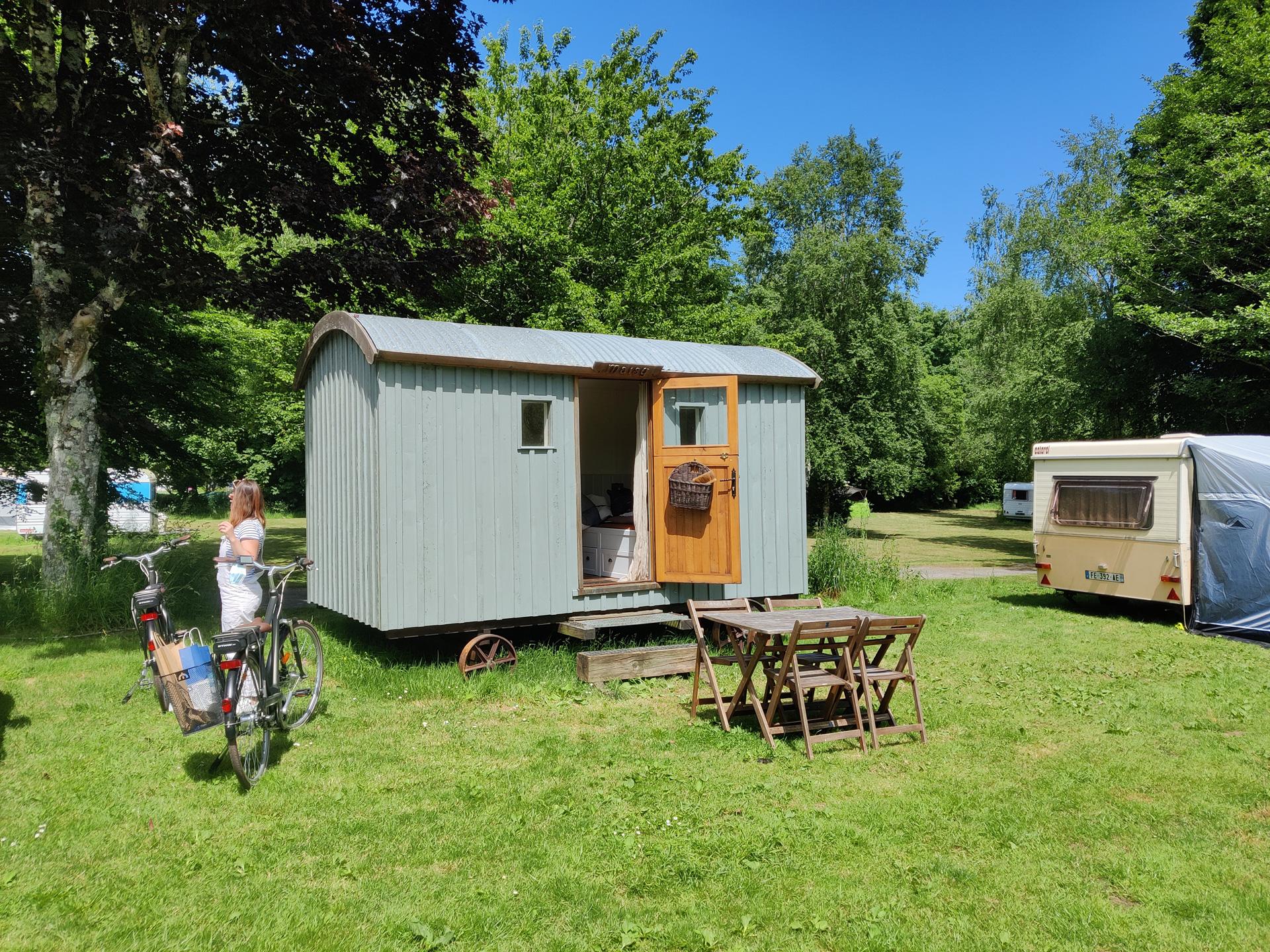 Le camping Accueil de Gouarec le long de la Vélodyssée