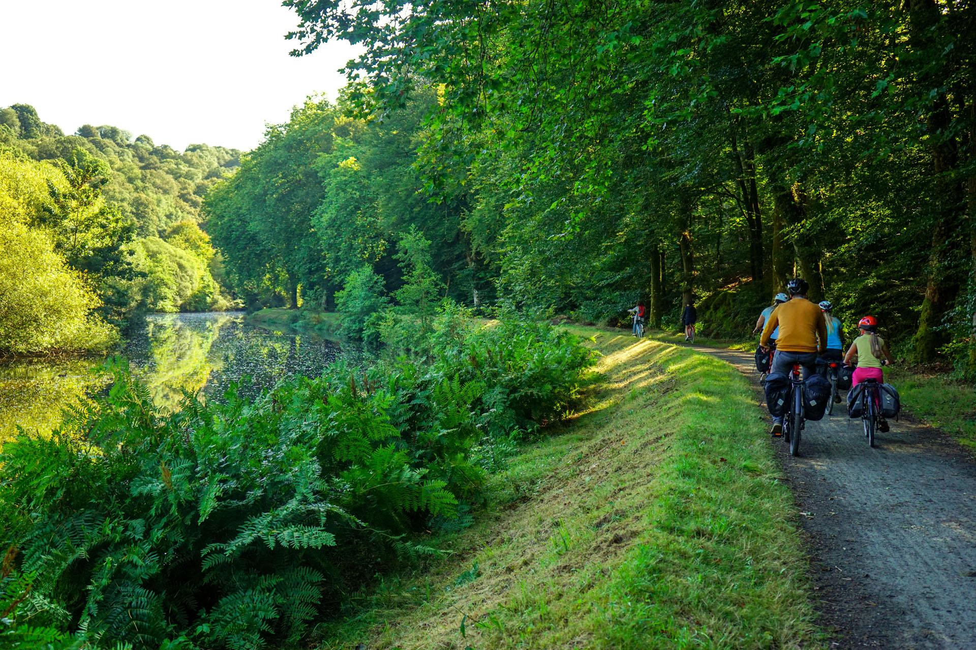 Erovélo 1 La Vélodyssée le long du Canal de nates à Brest